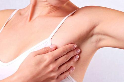 Tự kiểm tra thường xuyên để phát hiện những dấu hiệu bất thường của ung thư vú
