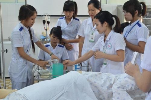 Những cô gái học Đại học, Cao đẳng Điều dưỡng luôn là người mạnh mẽ, bản lĩnh