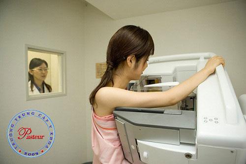 Chụp X- quang vú là một trong những phương pháp thực hiện để bác sĩ kiểm tra hình ảnh vú
