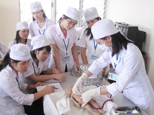Sinh viên Điều dưỡng cần rèn luyện kỹ năng nghề nghiệp