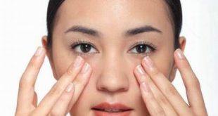 Mát-xa giảm mỡ mí mắt rất hiệu quả