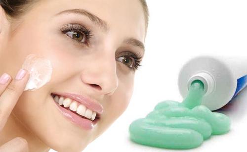 Trị mụn bằng kem đánh răng rất hiệu quả