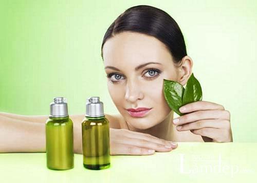 Sử dụng tinh dầu tràm giúp trị sẹo lõm