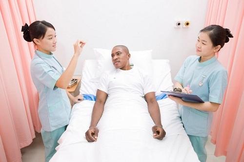 Trung thực, tận tâm với người bệnh là phẩm chất điều dưỡng viên phải có